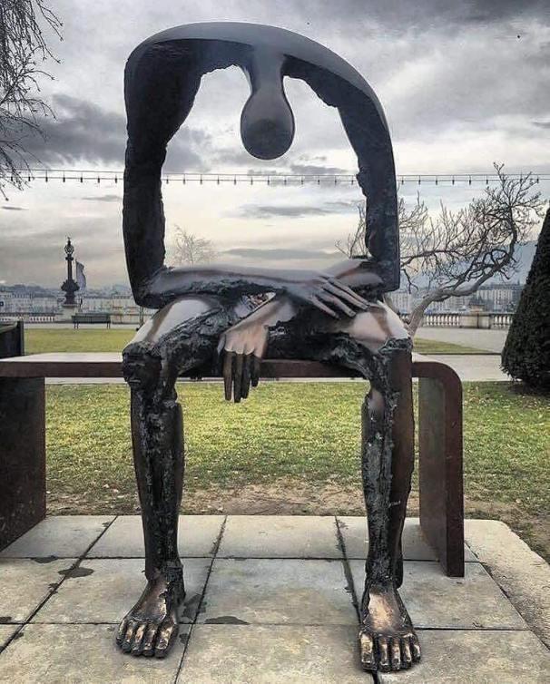 empty-statue1